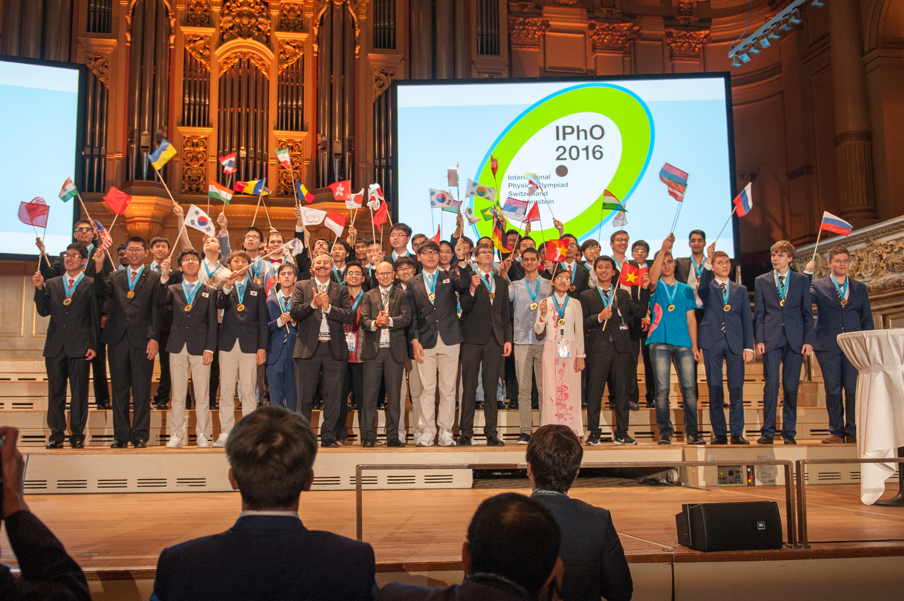 UZH - Medals Awarded to Physics Talent at the International Physics